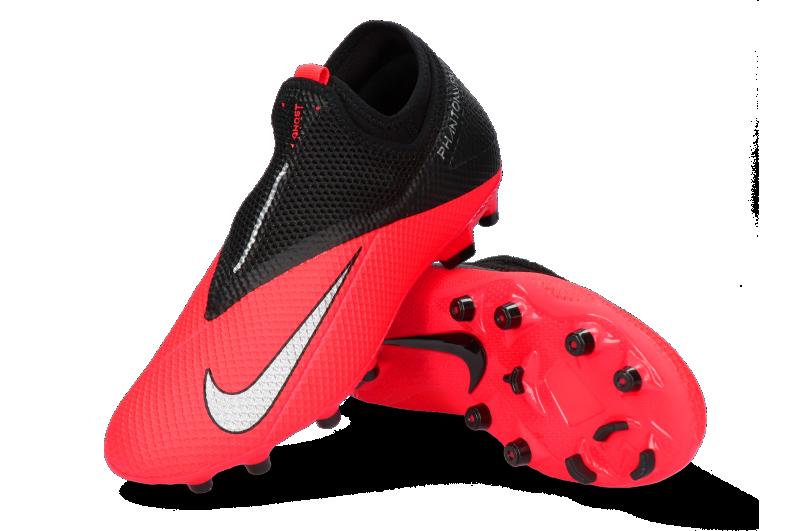 Scarpe da calcio Nike Phantom: precisione e comodità per gli sportivi di domani